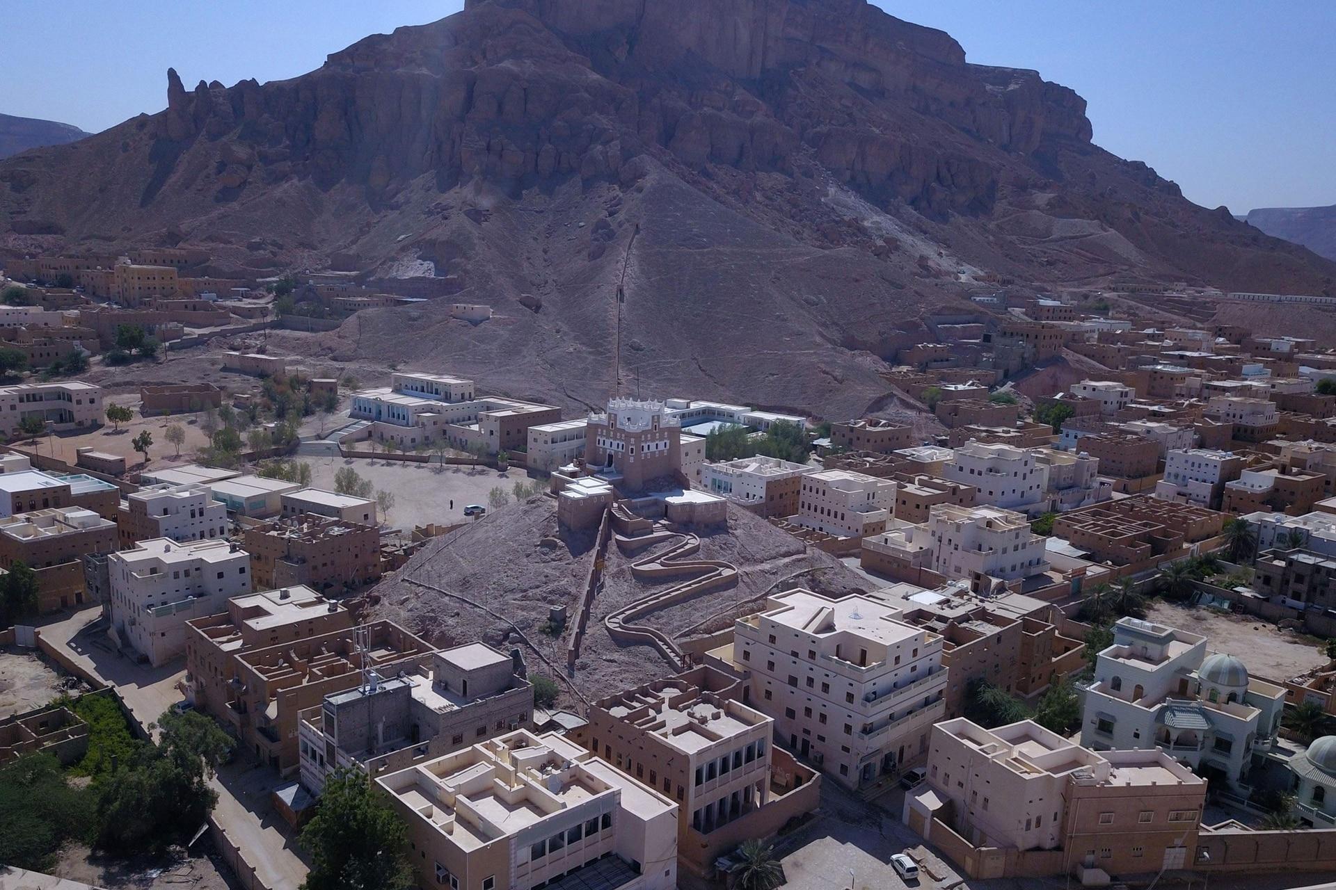 Shibam y otras dos ciudades históricas yemeníes se presentan como joyas de la arquitectura en arcilla del valle de Hadramut, que fue cuna de muchas antiguas civilizaciones