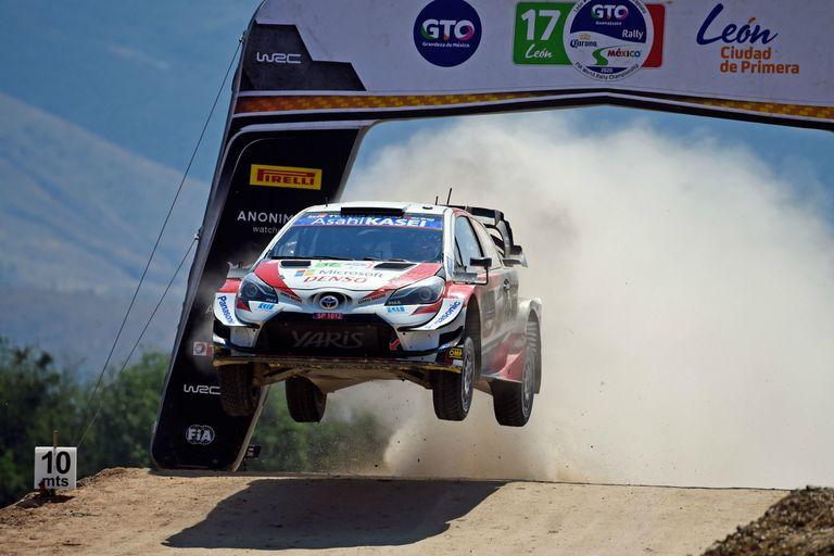 Sebastien Ogier, en el aire con su Toyota, durante la última etapa del Rally en Guanajuato