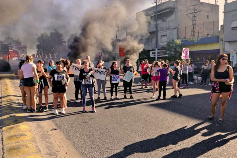 Manifestación en Puente Alsina para pedir justicia por Carla