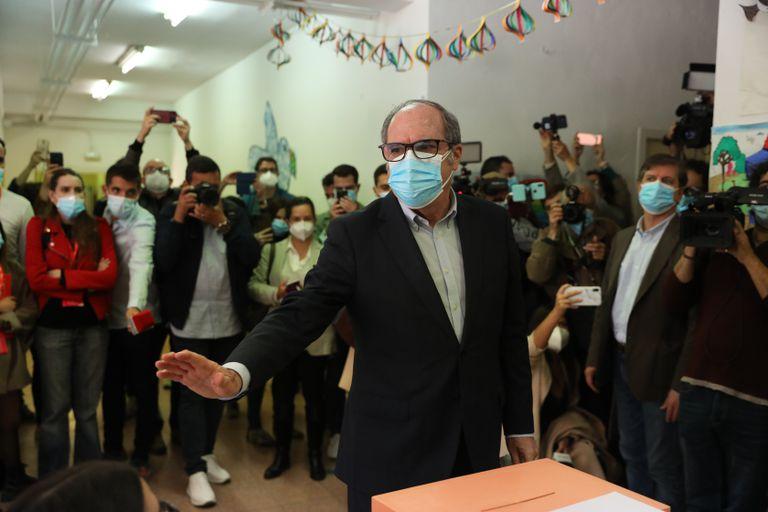 Ángel Gabilondo, el candidato del PSOE, al votar hoy