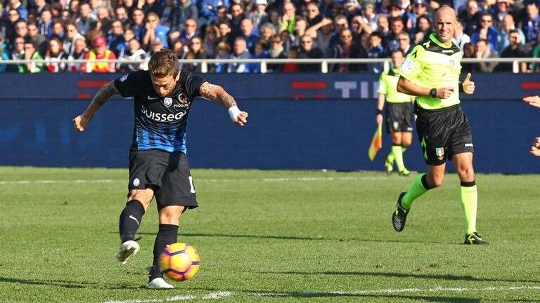 Papu Gómez ya sacó el remate: será el tercero de Atalanta