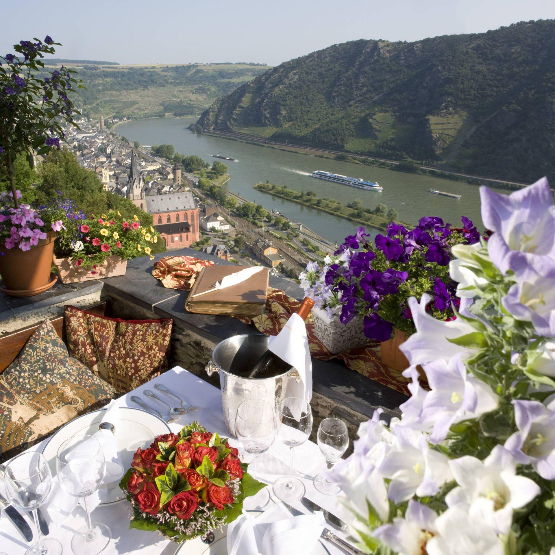 El desayuno con una vista idílica hacia el río Rin.  Cortesía Guido Werner.