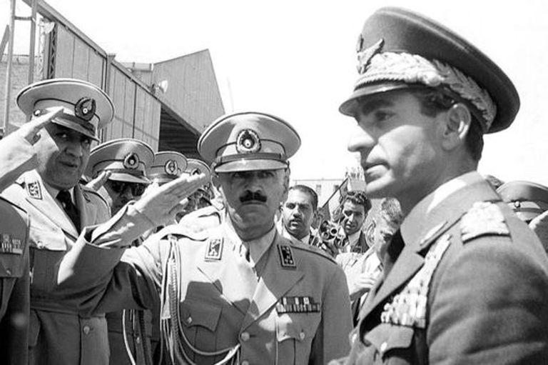 El golpe de estado propiciado por estadounidenses y británicos llevó de nuevo al poder a la monarquía en Irán de la mano del sha Mohamed Reza Pahlevi.