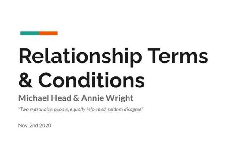 """Noviazgo con """"términos y condiciones"""" por escrito: la joven pareja asegura que el documento es el secreto de su exitosa relación"""