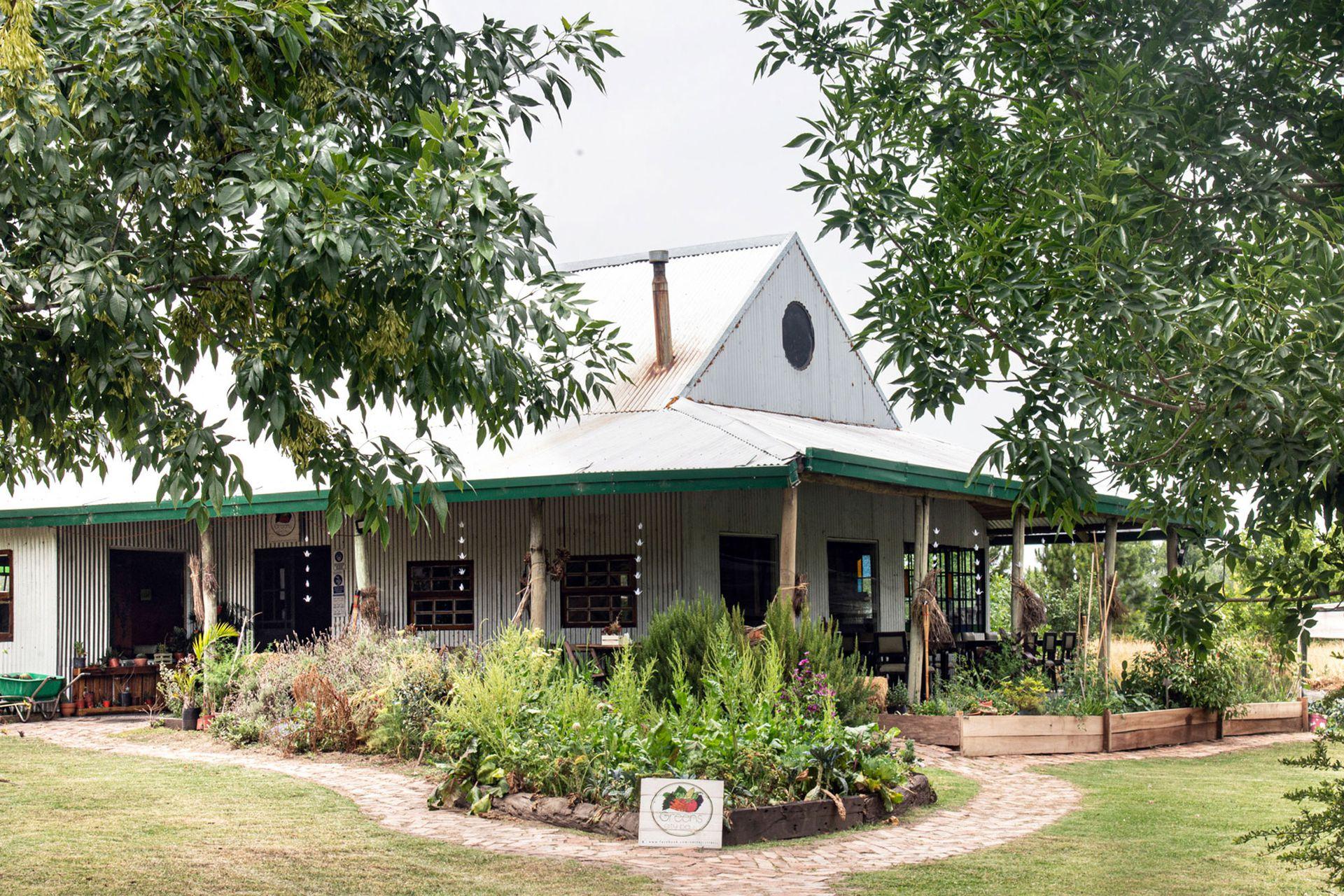 Greens City Bell nació como proyecto a partir de la adquisición de unas parcelas de tierra sobre el arroyo Carnaval, linderas con una institución educativa.