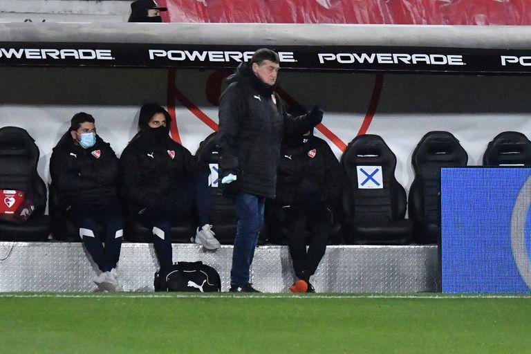 Falcioni, al frente de un Independiente que todavía no luce en su rendimiento