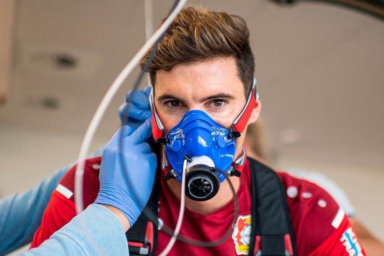 """""""En la Bundesliga tuve que sacrificarme para estar a la altura de mis compañeros"""", destalla Alario para explicar el tiempo de adaptación al torneo alemán"""
