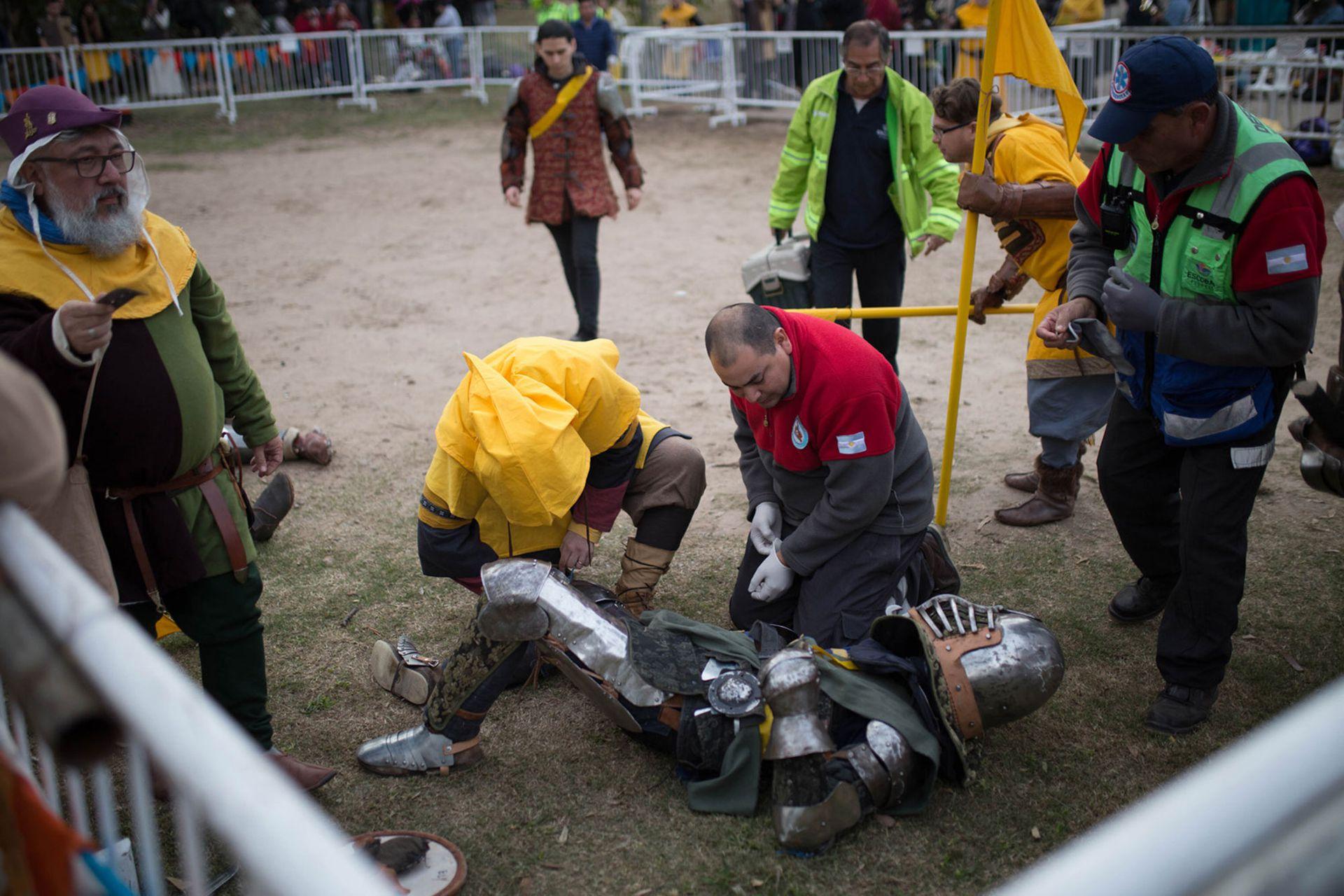 Las heridas son moneda corriente, especialmente en los mundiales; foto: evento medieval en Buenos Aires, 2019