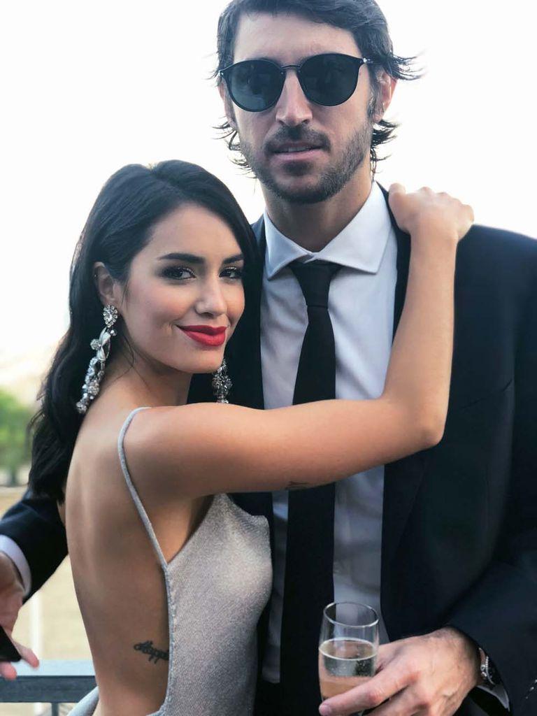 Lali y Santiago Mocorrea Roemmers posan en la alfombra roja del Festival. Muy enamorados pasearon su romance en la emblemática ciudad del amor. Se conocieron en 2016, durante un show de Ricky Martin, donde la cantante fue telonera. Pero empezaron a salir en enero de 2017.