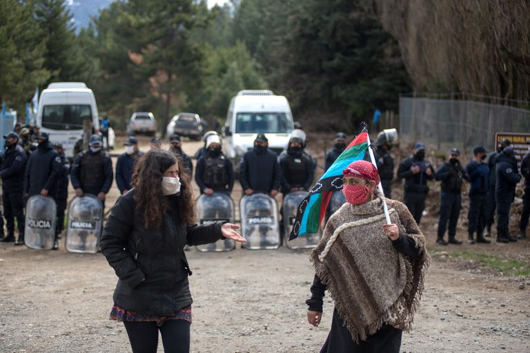 Río Negro: bajo la amenaza ancestral de los mapuches