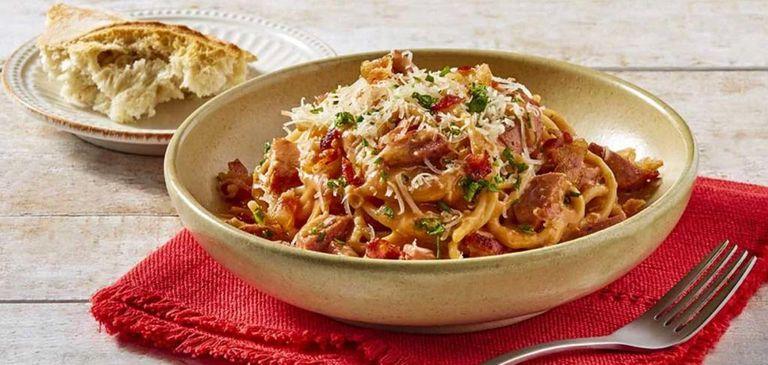 Spaghetti con mortadela y nuez