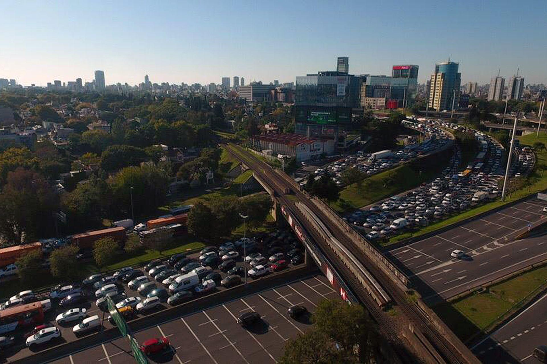Colapso de tránsito en el acceso a Panamericana