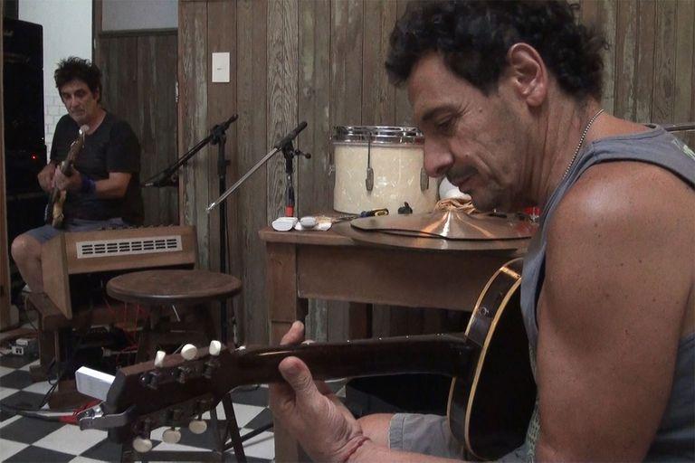 Ricardo Mollo y Diego Arnedo en una jornada de grabación de Haciendo cosas raras