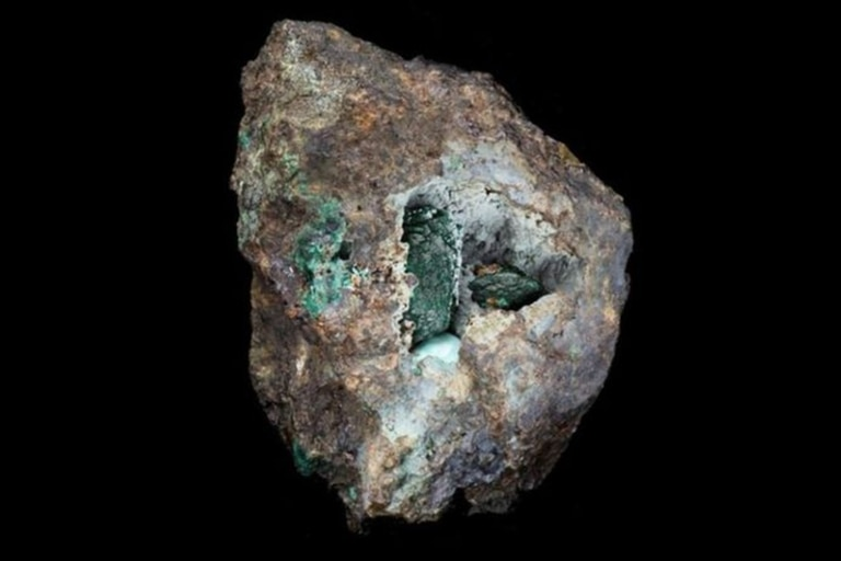 La kernowita tiene un característico color verde oscuro.