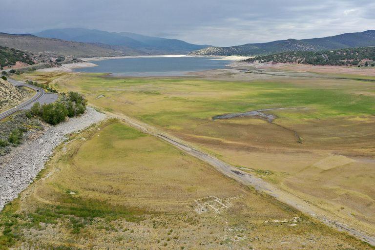 Un antiguo pueblo pionero de Estados Unidos, que había estado sumergido bajo el agua durante más de 60 años, resurgió debido a la sequía que afecta a la región