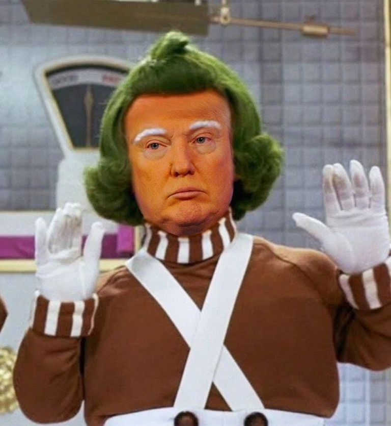 Mini Trump como Oompa Loompa, el personaje de Charlie y la Fábrica de Chocolate