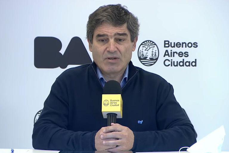 """Fernán Quirós: """"Todavía no es momento de quitar el barbijo"""""""