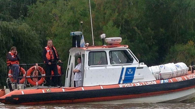 Federico Storani participa en el operativo de búsqueda de si hijo junto a personal de Prefectura