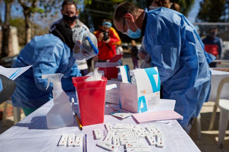 Testeos rápidos e hisopados en Mendoza