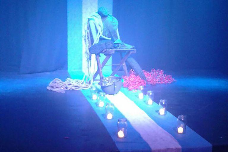 Temas como el de los desaparecidos o las Malvinas hay sido parte del Teatro Sensorial a Oscuras, de Mar del Plata