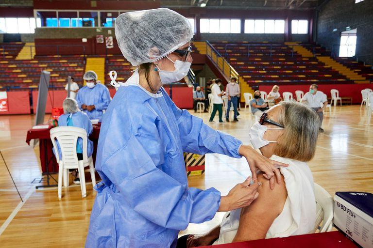 En Mendoza, un lote de 100 vacunas están en observación porque se refrigeraron a una temperatura mucho menor de la indicada