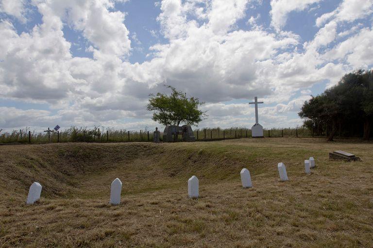 Monumento a José Luis Cabezas, a 15 km de Pinamar, donde fue hallado su cuerpo calcinado dentro del auto