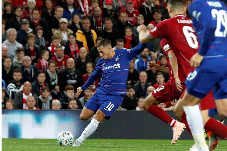 Puro talento: golazo de Hazard en la victoria de Chelsea sobre Liverpool