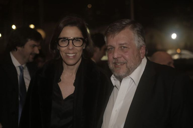 Laura Alonso, de la Oficina Anticorrupción, posó para las fotos junto al fiscal Carlos Stornelli, uno de los hombres más buscados de la noche