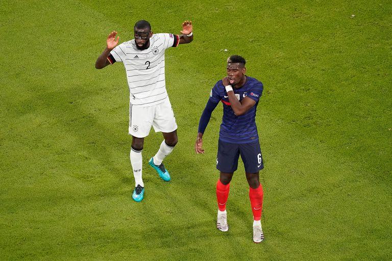 Paul Pogba se quejó de la mordida de Antonio Rudiger durante el partido de la Eurocopa que disputaron Francia y Alemania.