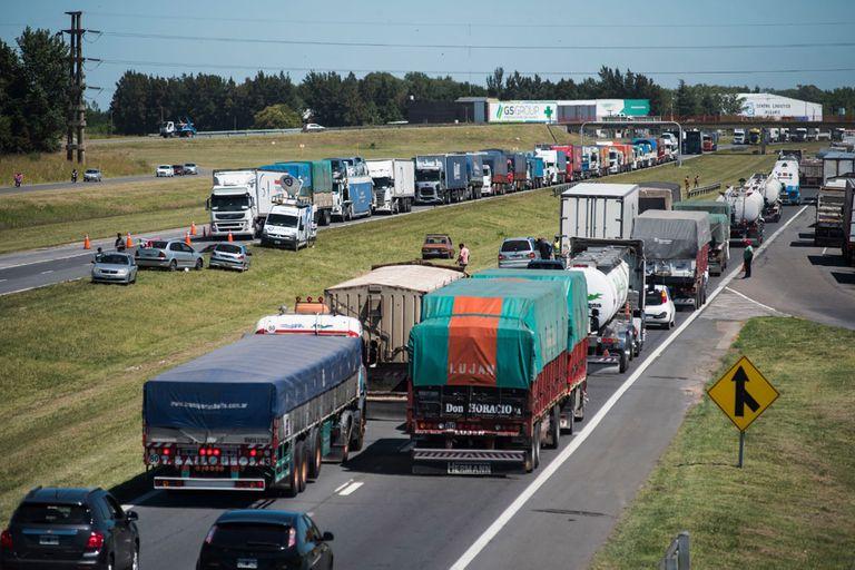 Paro de camioneros: reclaman que Berni libere bloqueos en rutas