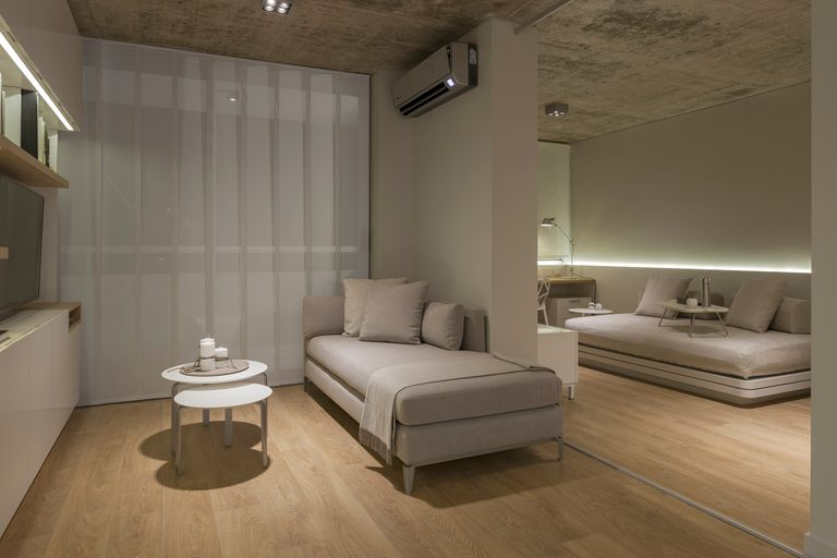 Ambientes flexibles, una gran puerta corrediza permite utilizar de dos formas diferentes la misma vivienda