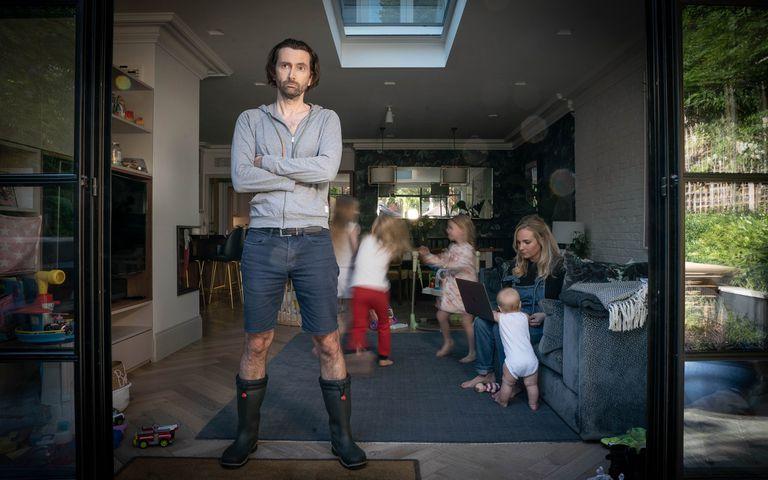 El caos de la cuarentena en familia, es el marco de Staged