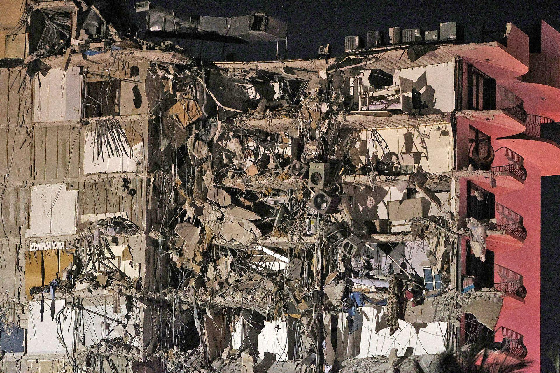 El colapso se produjo cuando la mayoría de los vecinos dormía. La torre de condominios se derrumbó, fue en la ciudad de Surfside