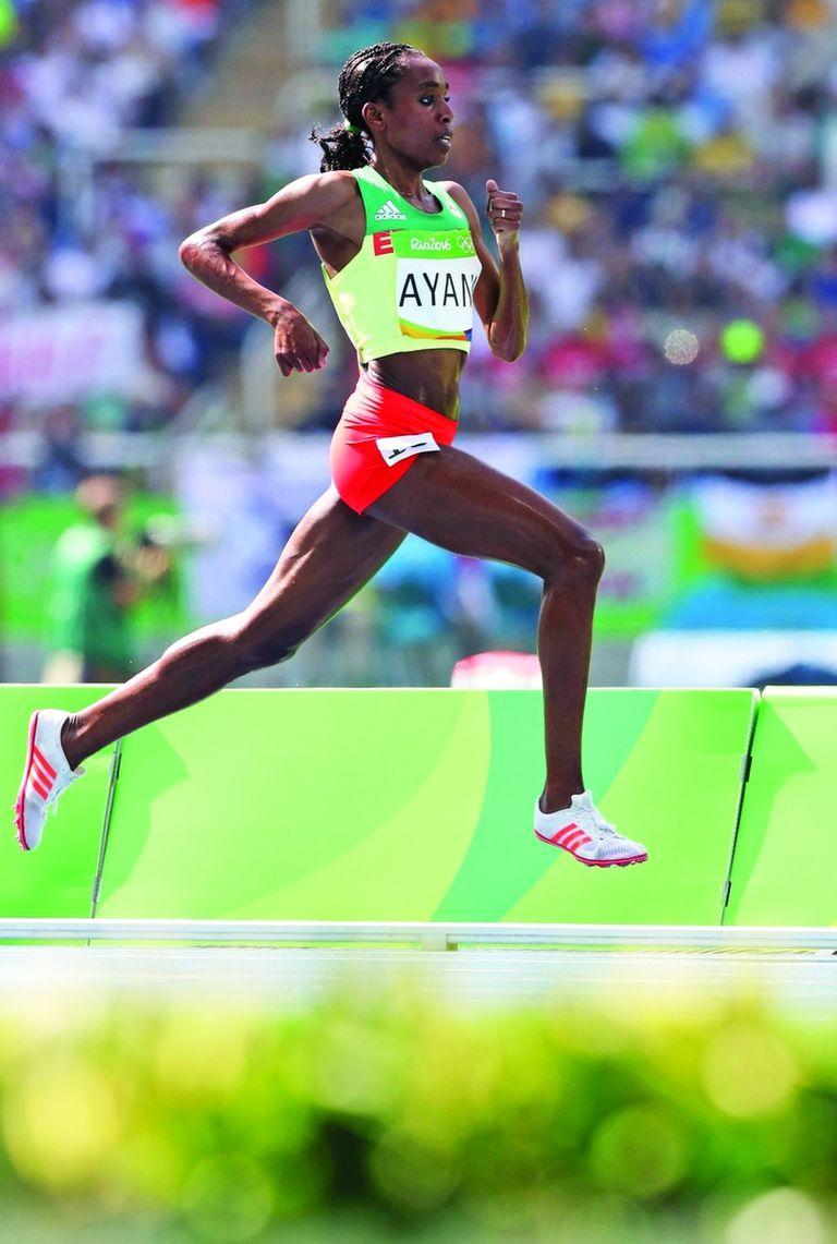 Vuela literalmente Alma Ayana, que trituró el récord de 10.000 metros