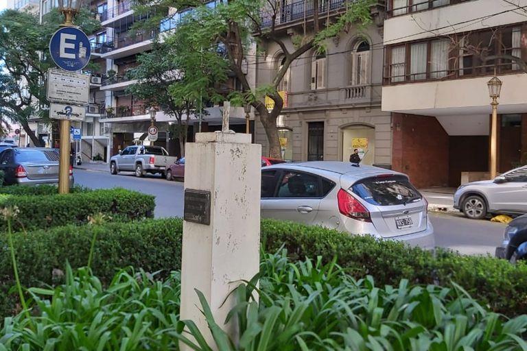 Recoleta: volvieron a robar el busto de José Ortega y Gasset