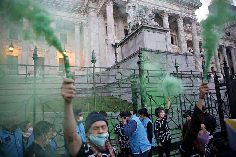 Una multitud de jóvenes se manifestó por la crisis ambiental