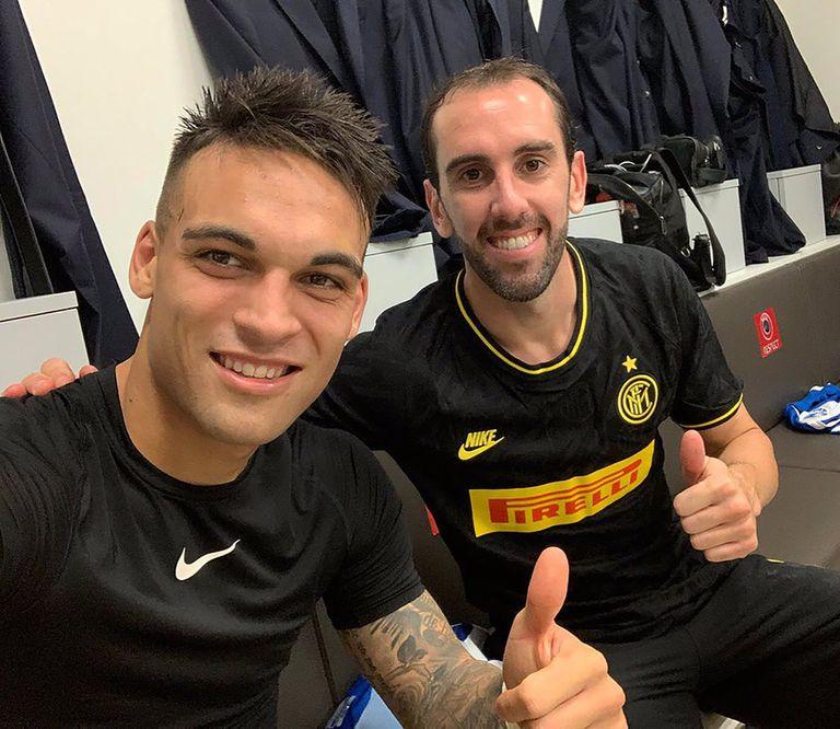 Con Lautaro Martínez, compañeros en Inter hasta el año pasado..., pero mañana, rivales en Brasilia en el clásico del Rio de la Plata