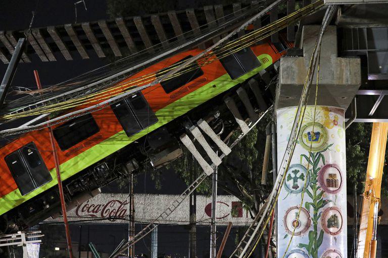 Al menos 23 muertos y 70 heridos tras caer un tren en la Ciudad de México