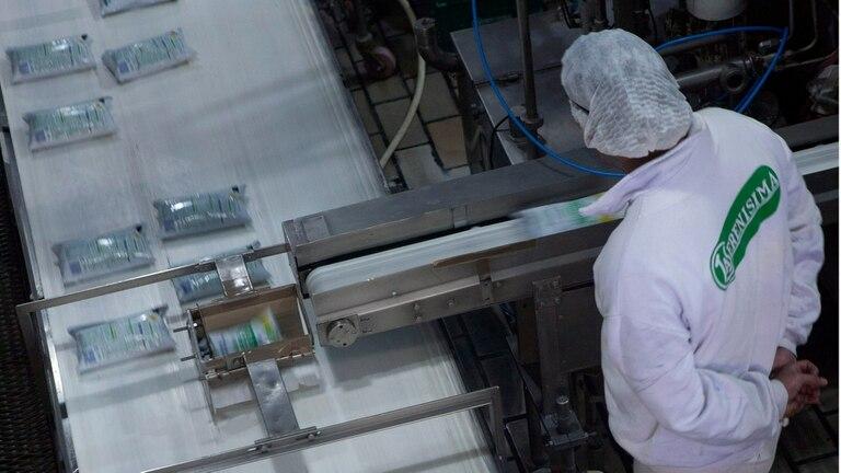 Una recorrida por la La Serenísima; la planta procesa 4,5 millones de litros de leche por día