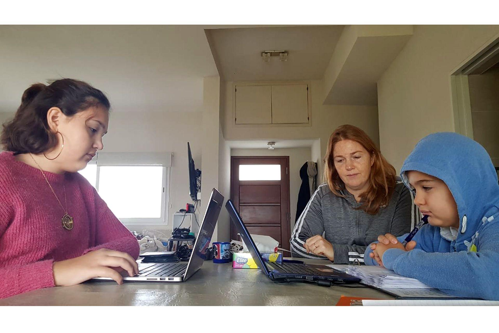 Gabriela Goldberg es contadora, tienen dos hijos y cuenta con dos notebooks, internet de 100 megas e impresora