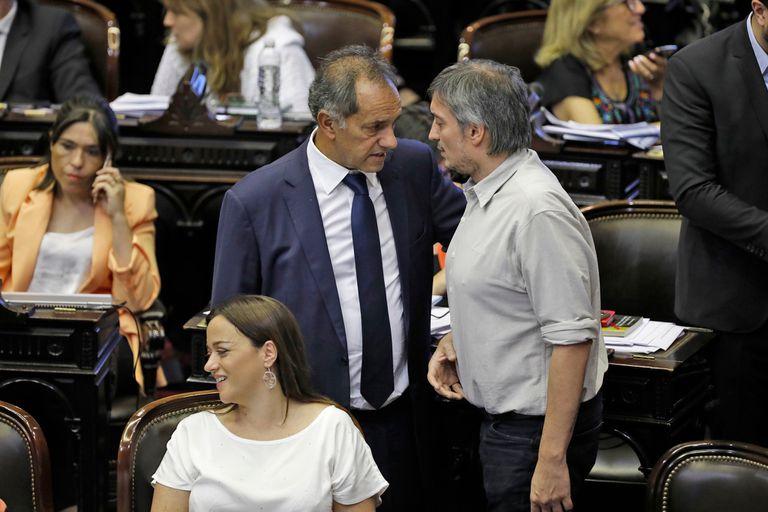 Máximo Kirchner y Daniel Scioli, dialogan antes de comenzar la sesión
