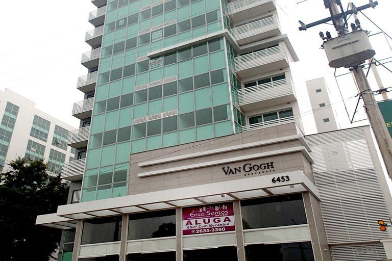 """En Itaboraí hay varias construcciones sin terminar y en la principal avenida se ven modernas oficinas que quedaron desocupadas, con carteles de """"se alquila"""" o """"se vende"""""""