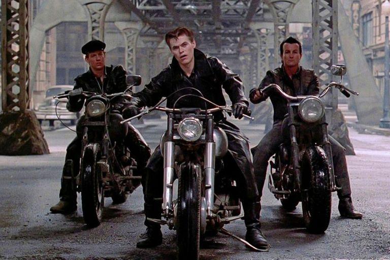 Calles de fuego, disponible en Claro Video, con Michel Paré y Diane Lane, una de las más recordadas películas de Hill en los años 80, centrada en un mercenario que debe rescatar a su exnovia, secuestrada por una banda de motoqueros