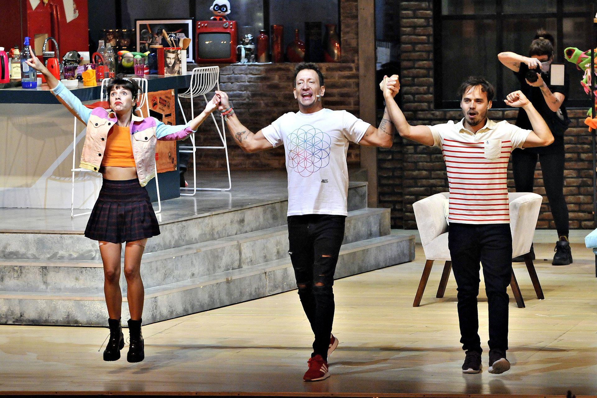 Benjamín Rojas, Nicolás Vázquez y Gimena Accardi volvieron a los escenarios después de un año para reponer la obra Una semana nada más