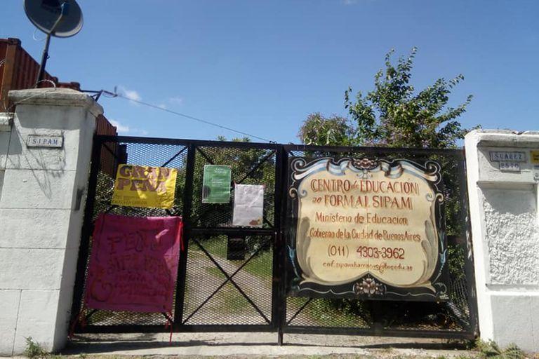 """Así es la fachada del """"SIPAM de Barracas"""" donde Luis le enseña pastelería y panadería a sus alumnos"""