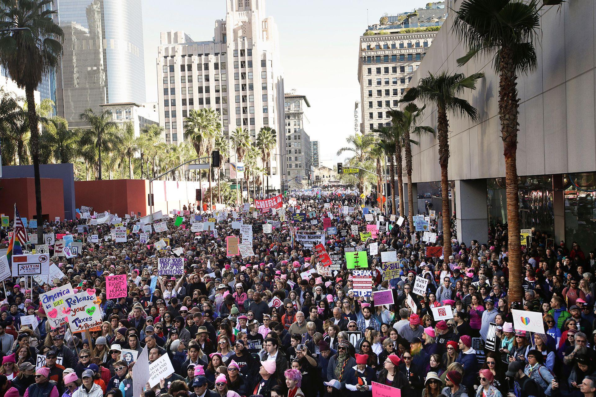 Las calles de Los Ángeles se llenaron en la Marcha de Mujeres contra las declaraciones misóginas del presidente Donald Trump