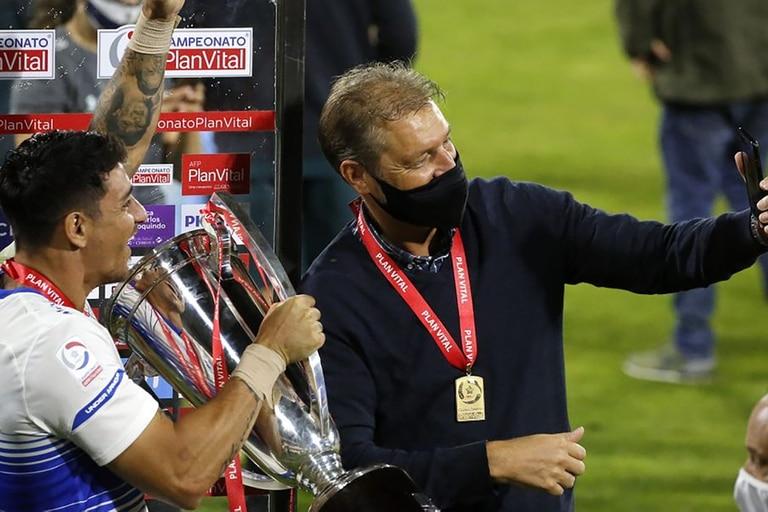 Una postal de estos tiempos: la selfie en la celebración del último campeonato, junto a Fernando Zampedri