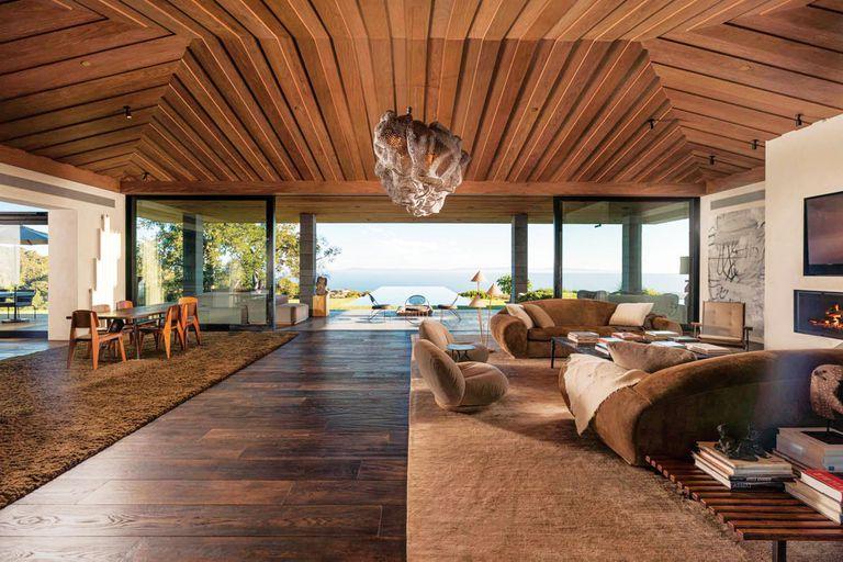 La costosa propiedad está ubicada en Santa Bárbara y sólo el edificio principal tiene 800 metros cuadrados.