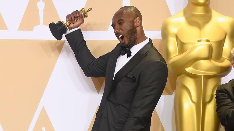Kobe Bryant y su Oscar por el corto Dear Basketball