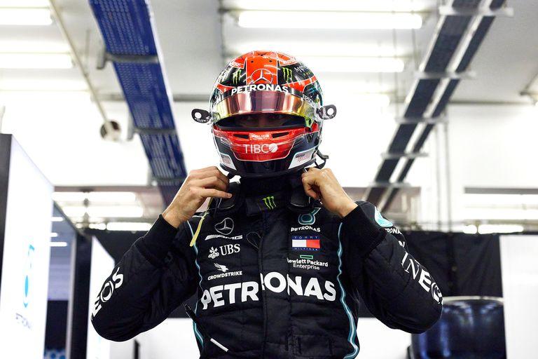 Russell se alista para salir a la pista en Sakhir; el habitual piloto de Williams suple a Hamilton, que se ausenta por coronavirus.